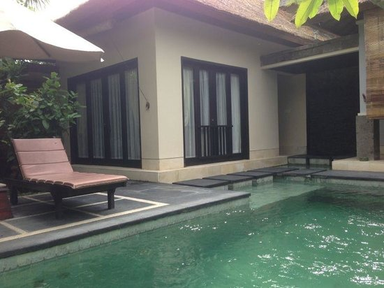 The Buah Bali Villas: Bedroom with pool view