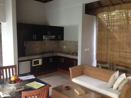 The Buah Bali Villas: Outdoor resting area and kitchenette