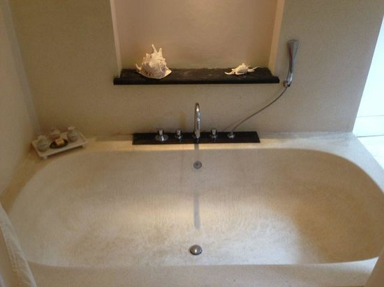 The Buah Bali Villas: Huge bathtub