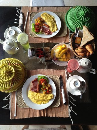 The Buah Bali Villas: American breakfast (Omelette)
