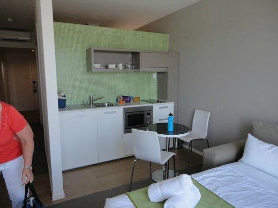 Abode Gungahlin: Kitchenette small but useable