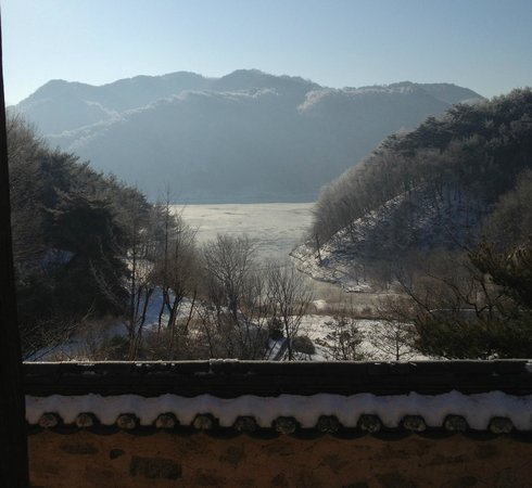 Jirye Artists' Colony: The view in the morning (Winter)