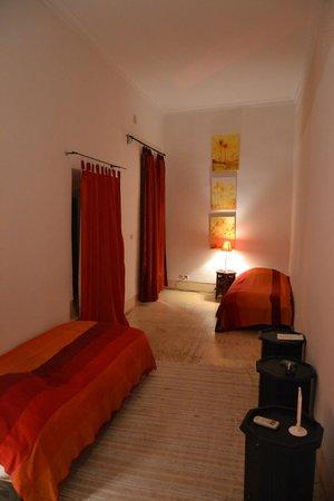 Dar Malak: ingresso della suite occident con due letti singoli