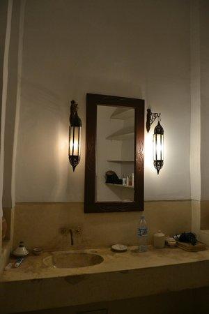 Dar Malak: bagno della suite occident