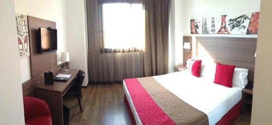 Hotel 4 Barcelona: Standard room