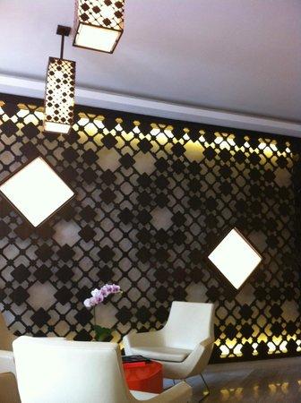 นาอุมิ ลิโอร่า: reception area