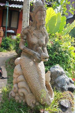 Floraville Phuket Resort: décoration du jardin