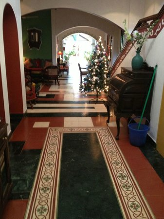 Casa Anjuna : Main building entrance and hallway