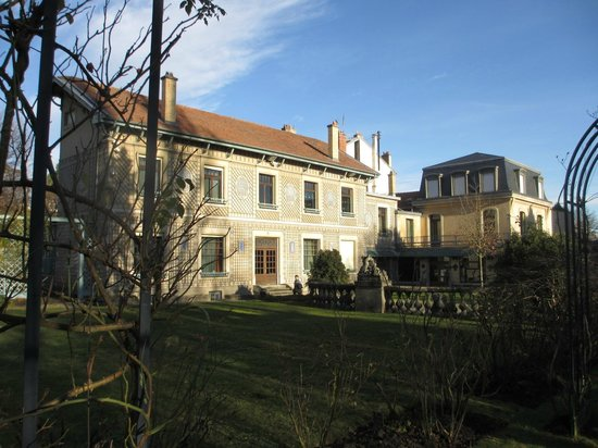 Musée de l'École de Nancy : 同じ敷地にある庭園から撮った外観
