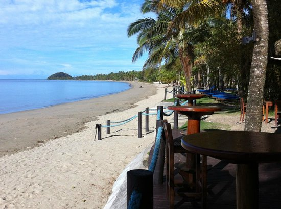 Uprising Beach Resort: Lovely beach side bar