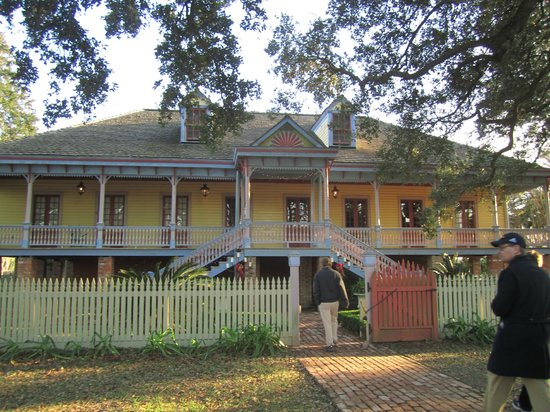 Laura: A Creole Plantation: The Creole mansion