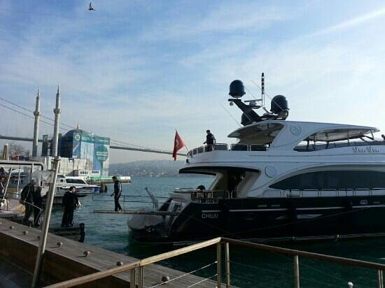 Radisson Blu Bosphorus Hotel, Istanbul: Radisson residents boarding a yacht from the hotel pier