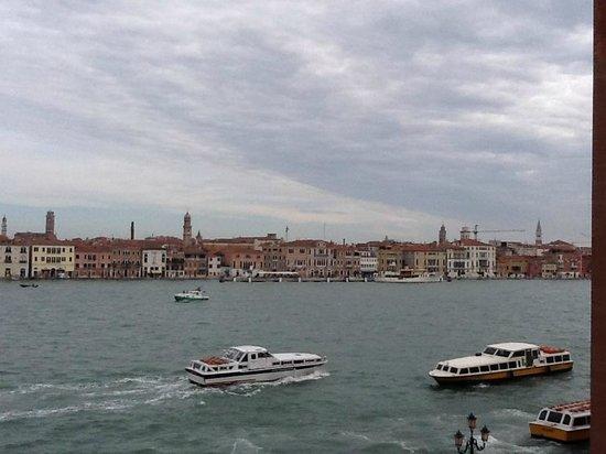 Hilton Molino Stucky Venice Hotel: Vista dalla camera sul Canale dell Giudecca 