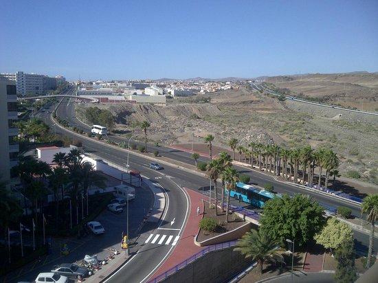 إيفا كونتيننتال هوتل: Motorway at back of Hotel