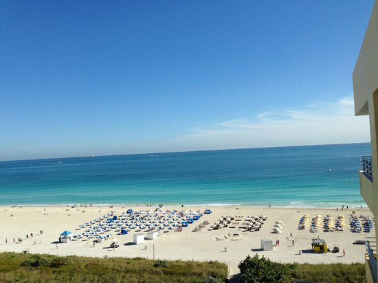 Hilton Bentley Miami/South Beach: view from room - Hilton has no kids play area... (yellow umbrella)
