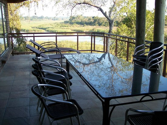 Ngwenya Lodge: balcony/outside dining area view