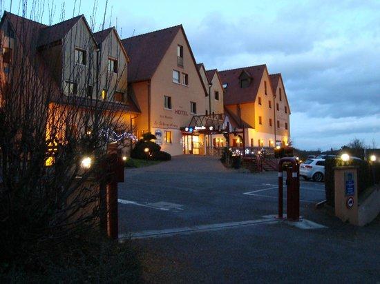 BEST WESTERN Hotel le Schoenenbourg: L'entrée de l'hôtel avec parking sécurisé