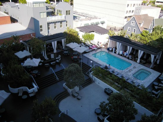 Hotel Shangri-La Santa Monica: vista delle piscine