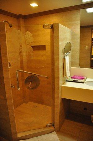 Estacio Uno Lifestyle Resort: Our bathroom