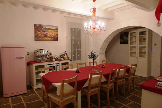 B&B Poggio del Drago: Breakfast and common area
