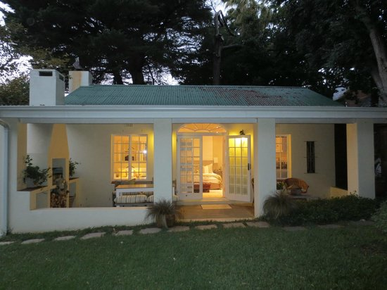 Chambery: Studio Cottage at night