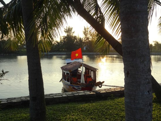 Victoria Hoi An Beach Resort & Spa: river boat, alternative transport to Hoi An