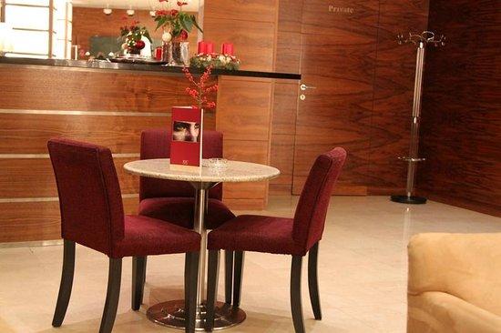 K+K Hotel Fenix: Lobby bar