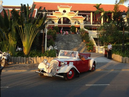 Victoria Hoi An Beach Resort & Spa: antique car leaving hotel