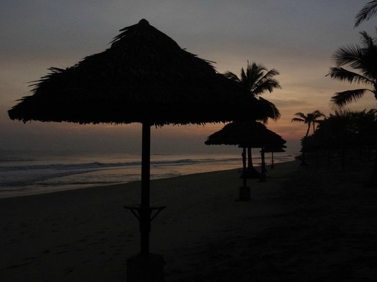 Victoria Hoi An Beach Resort & Spa: beach huts just before sunrise