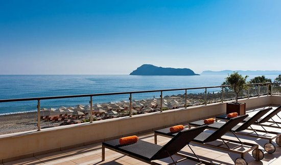 Minoa Palace Resort & Spa: Impeccable view of the Thodorou island