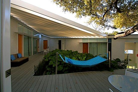 Kimber Modern Hotel: Garden