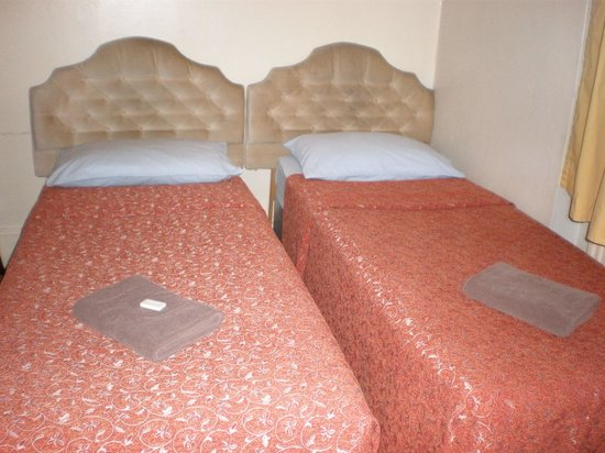 Limegrove Hotel: Was clean as was the bed that replaced it when I realized I had asked for the wrong type of bed.