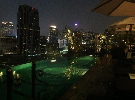 Hotel Muse Bangkok Langsuan, MGallery Collection: Hotel pool early evening