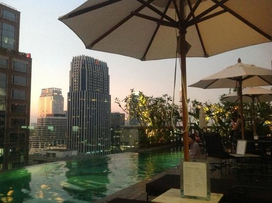 Hotel Muse Bangkok Langsuan - MGallery Collection: Pool early evening