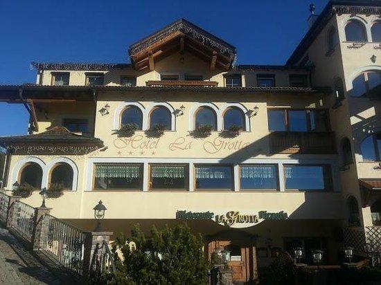 Family Hotel La Grotta: l'esterno
