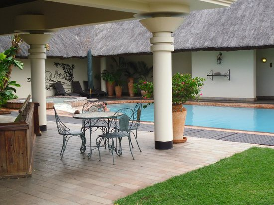 Ilala Lodge: Pool and external area