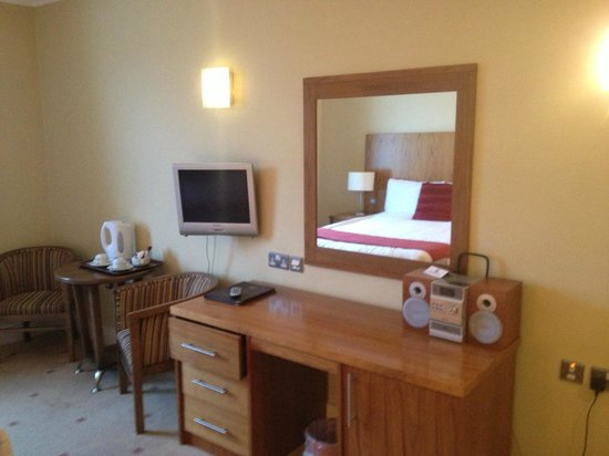 Auburn Lodge Hotel & Leisure Centre: room, what more would i want!!