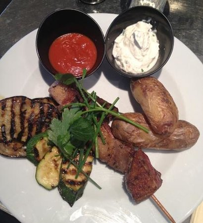 L'Ovale: assiette mix grill