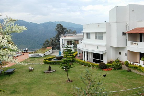 Grand Palace Hotel & Spa Yercaud: SILENT VALLEY LAWN