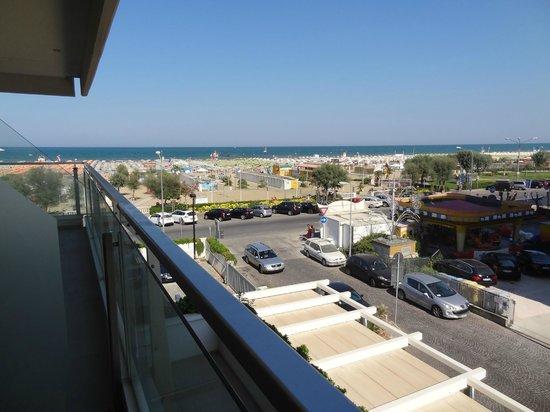 Hotel Club House : Боковой вид на море