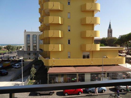 Hotel Club House : Вид с балкона