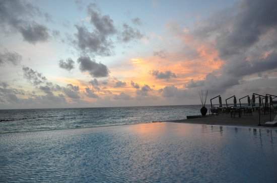 Coco Bodu Hithi: SUNSET