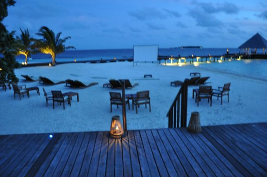 Coco Bodu Hithi: MOVIE UNDER THE STARS