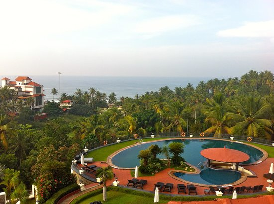 The Gateway Hotel Janardhanapuram Varkala: sunrise from the sunset room