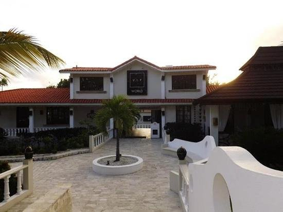 The Crown Villas at Lifestyle Holidays Vacation Resort: VIP world