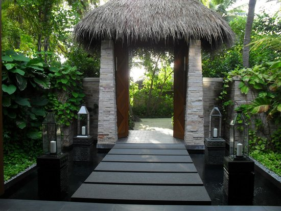 Baros Maldives: Spa entrance
