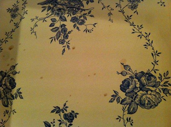 11 Cadogan Gardens: Marks on the wallpaper