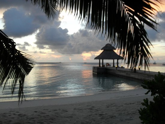 Baros Maldives: clouds obscuring the sunset