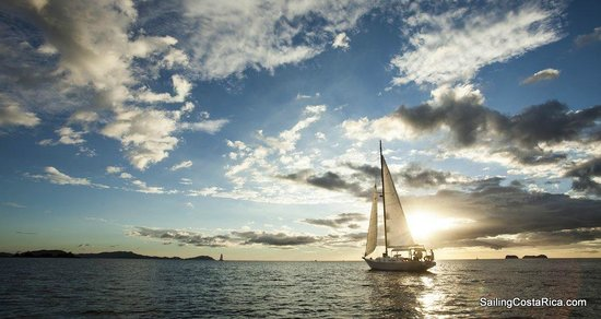 Sailing Conchal Day Tours: Looking for that perfect sunset.
