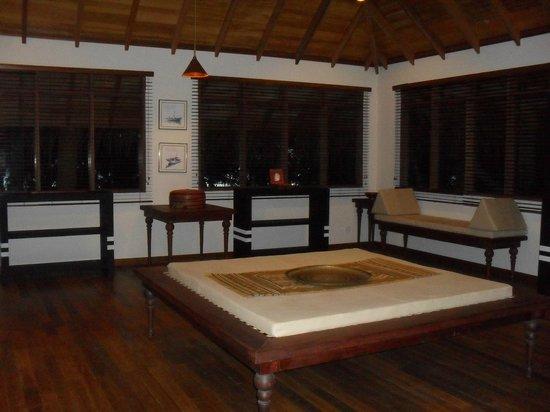 Baros Maldives: Maldavian Lounge above the Sails Bar